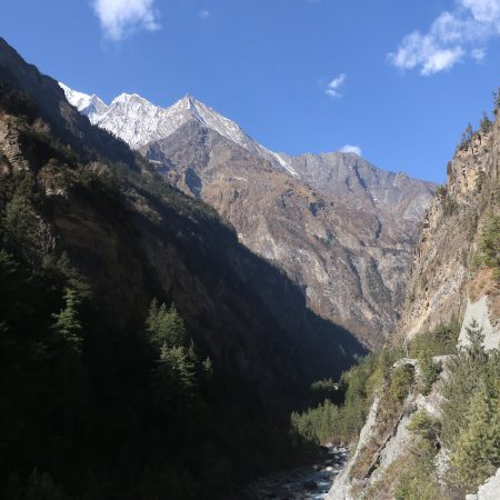 Trekking route to Manang inside Annapurna Circuit