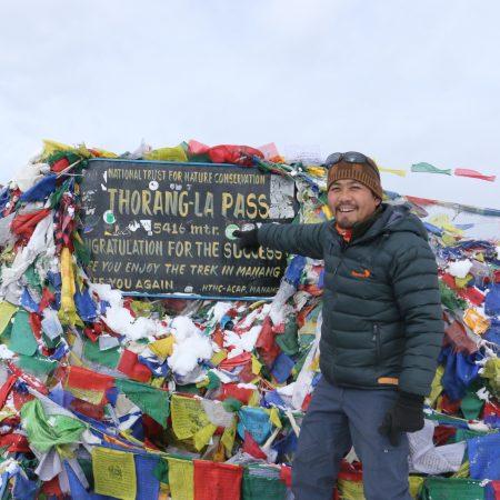 Tourist guide in Thorang-la pass board